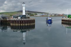 港口和近海捕渔舰队在柯克沃尔,大陆海岛,奥克尼苏格兰 图库摄影