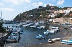 港口在乌斯蒂卡海岛,西西里岛 图库摄影