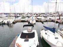 港口在卡斯卡伊斯在里斯本葡萄牙附近的爱都酒店 免版税库存图片
