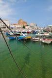 港口在卡斯特罗-乌尔迪亚莱斯,西班牙 免版税库存照片