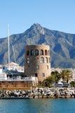 港口城楼, Puerto Banus,西班牙。 免版税库存照片
