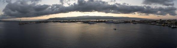 港口墨西拿西西里岛在黎明 免版税库存照片