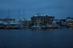 港口夜哈密尔顿百慕大 免版税库存图片