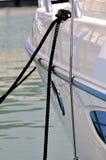港口平静的绳索终止游艇 库存图片