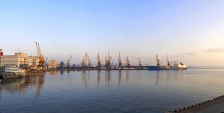 港口早晨全景海运 免版税库存图片