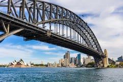 港口桥梁、歌剧和CBD从Kirribilli在悉尼,南方 库存图片