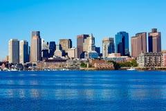 从港口的波士顿马萨诸塞地平线 库存照片