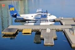 港口空气水上飞机被停泊对乘客船坞 库存图片