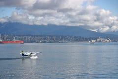 港口空气水上飞机离开温哥华港口 库存图片