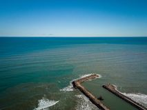 港Saplaya阿尔沃拉亚入口鸟瞰图在巴伦西亚西班牙附近的 免版税图库摄影