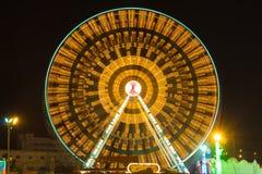 游乐园在晚上-弗累斯大转轮 免版税库存图片