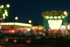 游乐园在bokeh的晚上 免版税库存图片