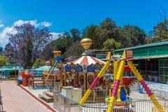 游乐园由湖边,美好的发辫,乌塔卡蒙德,印度, 2016年8月19日在背景中乘坐 图库摄影
