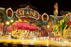 游乐园atraction在夜之前 免版税库存图片