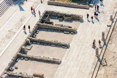 游人俯视图在扎达尔 免版税库存图片