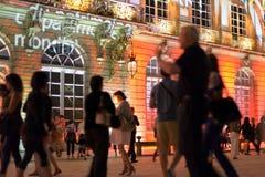 游人到达到斯坦尼斯拉斯广场在南希的历史中心 库存照片