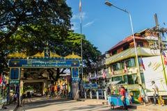 游人参观了Tachileik从Mae Sai,泰国的边界市场 Tachilek或Tha Khi阿尔巴尼亚的货币单位是一个边境城市在eas掸邦  库存图片