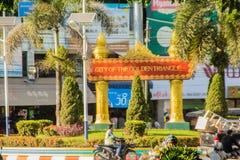 游人参观了Tachileik从Mae Sai,泰国的边界市场 Tachilek或Tha Khi阿尔巴尼亚的货币单位是一个边境城市在eas掸邦  免版税库存图片