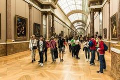 游人参观罗浮宫Musee du Louvre 巴黎,法郎 免版税库存图片