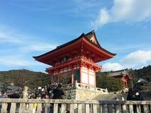 游人参观Koyomizu寺庙 库存图片