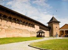 游人参观Lubart ` s城堡 图库摄影
