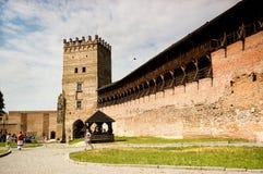游人参观Lubart ` s城堡 库存照片