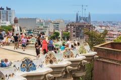 游人在公园Guell,巴塞罗那,西班牙 库存图片