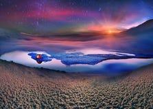 游人在冰上度过夜 图库摄影