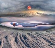 游人在冰上度过夜 免版税库存照片