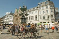 游人在哥本哈根。 免版税库存照片