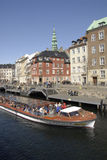 游人在哥本哈根丹麦到达 库存照片