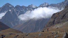 游人在喜马拉雅山 影视素材