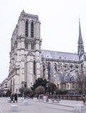 游人在大教堂Notre Dame站在队中, wal的一些 图库摄影