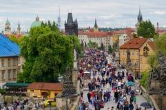 游人在布拉格,捷克 图库摄影