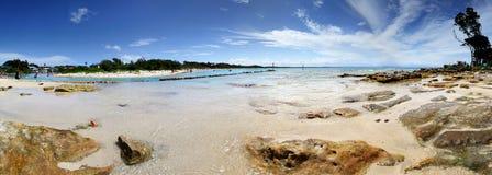 游人在度假在Currarong澳大利亚风景Parorama的 免版税图库摄影