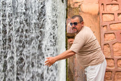 游人在旅途上通过摩洛哥 免版税库存图片