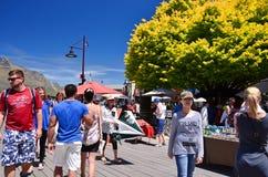 游人在昆斯敦,新西兰 免版税图库摄影