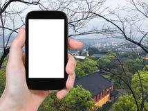 游人在春天拍摄桂林市 免版税库存图片
