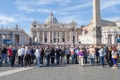 游人在梵蒂冈 库存图片
