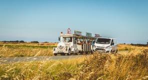 游人在法国访问Noirmoutier海岛  库存图片