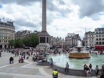 游人在特拉法加广场,西敏市,中央伦敦,以前叫作查令十字 库存图片