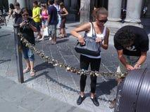 游人在皮亚萨della夫人的佛罗伦萨 免版税库存图片