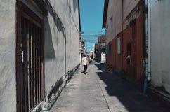 游人在老镇distric在Nang Ngam路 图库摄影