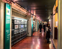 游人在都灵,意大利参观戏院国家博物馆  免版税库存照片