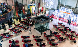 游人在都灵,意大利参观戏院国家博物馆  库存图片