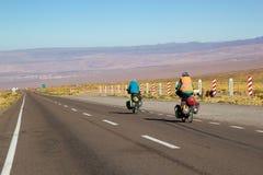 游人在阿塔卡马沙漠,智利 库存图片