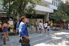游人在雅典,希腊享用 免版税库存照片