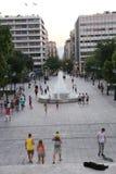 游人在雅典,希腊享用 库存图片