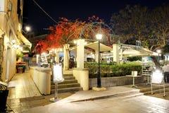 游人在餐馆在Kerkyra 免版税库存图片
