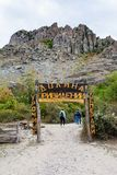 游人在鬼魂谷的自然公园  库存照片